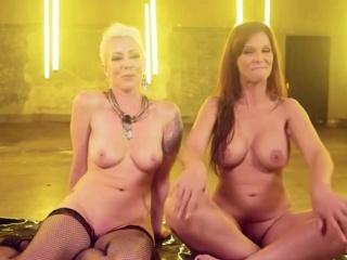 BDSM porn with Syren de Mar