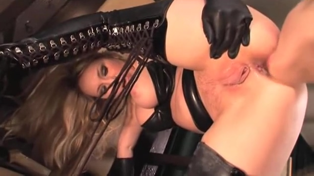 Sexy slut Aiden Blue licks out Rebecca Blues dripping wet flange