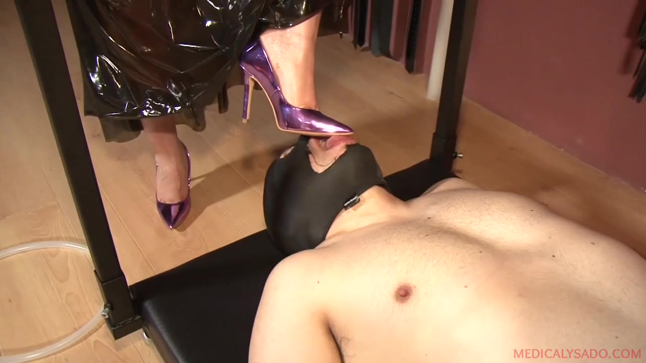 Anna & El Turry in Feet Worship - KINK