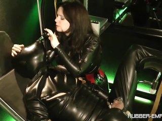 Amator - Lady Isis - Das Gummi Benutzungs Objekt - Chap