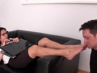 Bobby smell the feet of eva nera