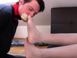 slaveboy bobby must sniff ebony feet in White nylons