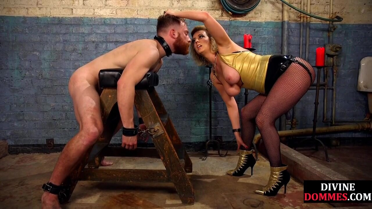 Fishnet domina zaps slave before toe sucking