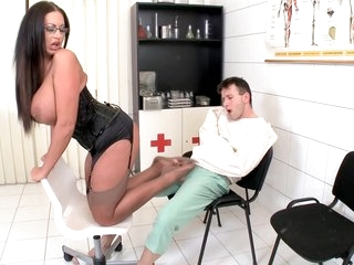 Choky Ice And Emma Hot Foot Fetish