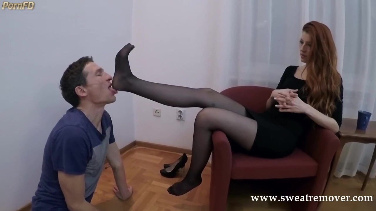 Sweatremover-mistress Victoria And Her Friends Footstool Slave