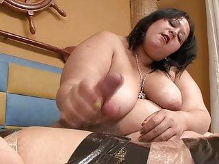 BBW Latina Femdom does Handjob and Facessitng